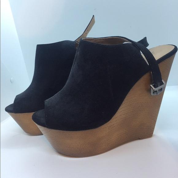 "6b2729bb6494f Zigi Soho ""Swish"" wedge sandals"